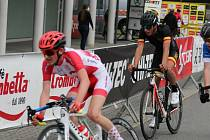 Vít Kotschy (v popředí) se věnuje silniční i dráhové cyklistice. Patnáctiletý jezdec z Plané patří Petřínu Plzeň.