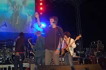 Chinaski na pódiu zapili narození syna jednoho z členů kapely