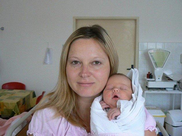 Anetka Kolenová (3,15 kg, 49 cm), která přišla na svět 9. září v 8:50 hod. v Mulačově nemocnici, se narodila rodičům Monice a Jaroslavovi ze Stříbra. Na sestřičku se těší i devítiletý Jirka.