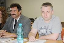NOVÝM STAROSTOU Černošína se v pondělí večer stal Vladimír Turek (vlevo), který nahradil nedávno odstoupivšího Jana Grigara (vpravo).