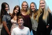 STUDENTI SI zahraniční, studijní a poznávací zájezdy velice užívají.