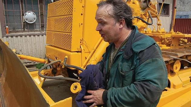 Aby mohli stroj uvést po zásahu zloděje a po částečném rozebráni znovu do provozuschopného stavu, budou k tomu mechanici potřebovat několik týdnů práce na dílně