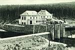 Elektrárna stávala poblíž dnešního silničního mostu mezi Pňovany a Čerňovicemi. Říkalo se jí Malá přehrada a voda byla zadržována malou kamennou hrází.