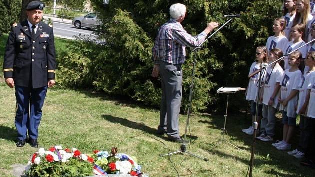 Z tachovského středečního pietního aktu, který se konal u památníku americké armádě.