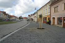 Opravené plánské náměstí z pohledu od radnice.