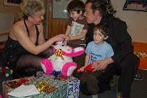 Také letos sponzoři a veřejnost na osazenstvo dětských domovů nezapomíná.