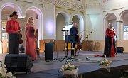 Eva Urbanová se s tleskajícím publikem rozloučila písní Čury mury fuk, z Rusalky od Antonína Dvořáka.