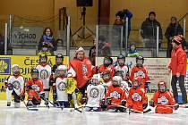 Nejmenší hokejisté HC Tachov předvedli v souboji červených proti bílým, že zásluhou dobré práce tachovského klubu s dětmi a mládeží rostou na ledě nové talentované naděje tohoto sportu.
