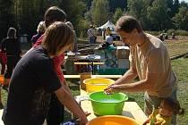 Náklonnost k přírodě a nádherné sluneční počasí přilákalo v sobotu více než sto návštěvníků do Staré Knížecí Huti. Uskutečnil se zde druhý ročník Dne Českého lesa