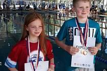 Stela Kořínková a Matěj Flaks se společně s dalšími mladými závodníky PKTA Tachov kvalifikovali na plavecký Český pohár staršího žactva do Prahy Radlic.