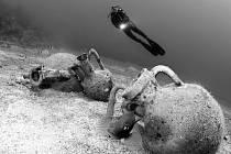 FESTIVAL potápěčského filmu a fotografie začne v pátek v Tachově. Se snímkem potopených amfor se festivalu zúčastnil Francesko Visintin z Itálie.