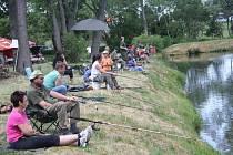 U Pramenitého rybníka v Dlouhém Újezdě se konaly v sobotu rybářské závody.
