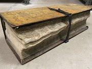 Tato kniha opatřená petlicí sloužila ve Stříbře jako takzvaná kniha součtů. Pisatelé sem zaznamenávali příjmy a výdaje města od roku 1615