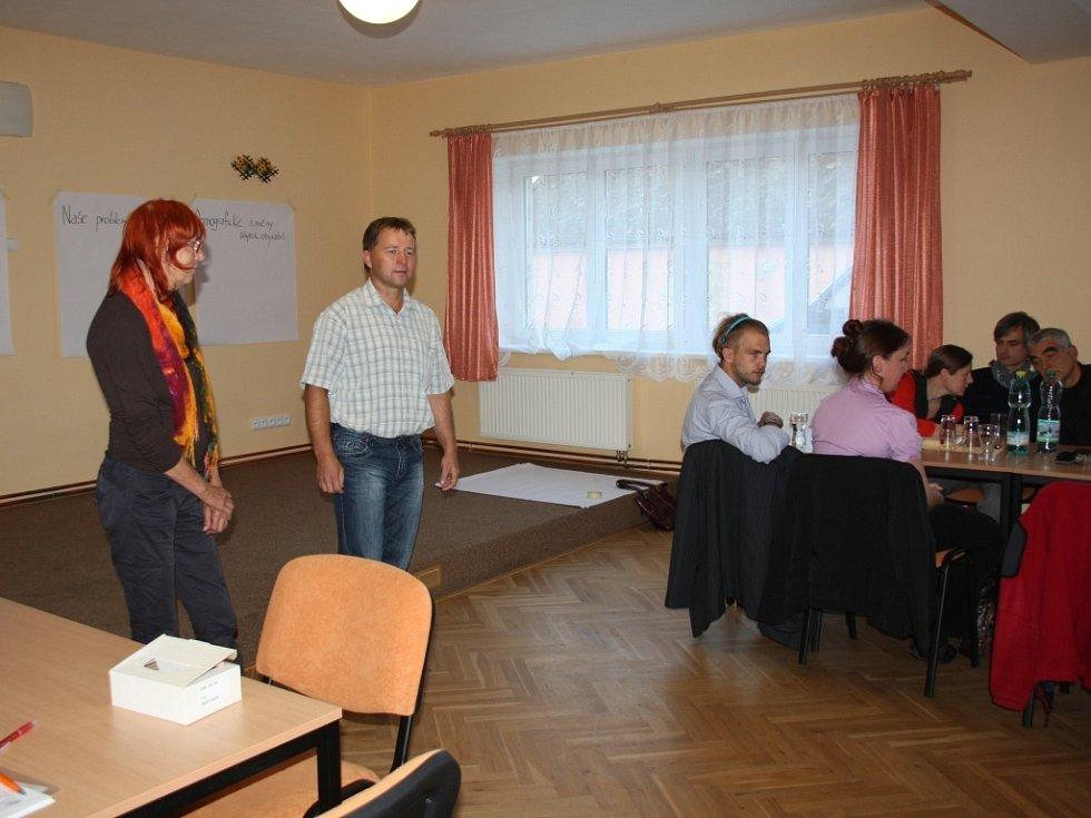 MIROSLAVA VÁLOVÁ a Jan Soulek při vítání účastníků a představení projektu Demografické modely ve venkovském prostoru.