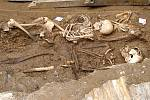Archeologové našli ve Stříbře kosterní pozůstatky mladých lidí.