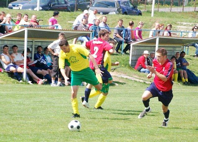 Fotbal: Sp. Dl. Újezd – D. Horš. Týn 0:3.