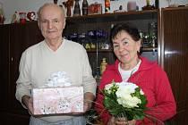 ZLATOU SVATBU oslavili v sobotu Věra a Jaromír Veselých z Tachova.