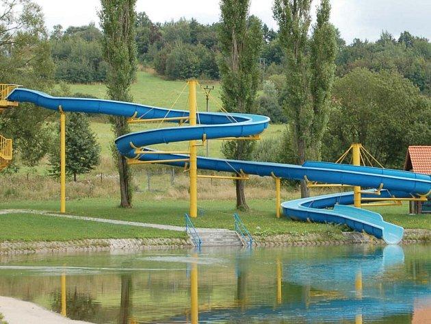 Vodní areály zejou prázdnotou. Plánské (na snímku) i tachovské koupaliště si drží po celé léto dobrou kvalitu vody.