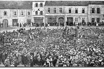 Události z března 1919 na náměstí ve Stříbře.