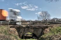 Most na silnici spojující Planou a Chodovou Planou čeká oprava a řidiče čekají dopravní komplikace.