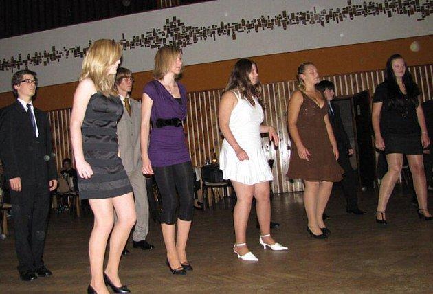 Ve Stříbře začaly taneční