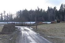 Kvůli těžařům je zničená silnice do Vysokého Sedliště. Na jednání lesních společností si stěžují místní obyvatelé.