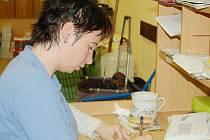 Poštovní doručovatelka Zdeňka Kuchařová se na několik týdnů stala sčítačí komisařkou. Ne ve všech domácnostech se ale setkala s vlídným přijetím.
