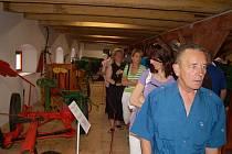 VESNICKÉ MUZEUM v Halži bylo otevřeno před rokem. Otevření se těšilo velkému zájmu návštěvníků, kteří si mohou prohlížet exponáty v několika podlažích i na venkovní ploše.