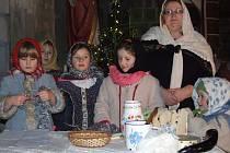 Divadelní představení o tom, jak Ježíšek přišel na svět sehrála, v doprovodu koled, asi dvacítka amatérských herců z Bernartic a okolí. Většinu hereckých rolí sehrály děti.