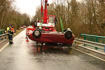 Zásah hasičů u dopravní nehody u Regentu.
