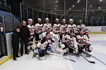 Hokejové mužstvo HC Buldoci Stříbro v aktuální sezoně skupiny A krajské soutěže jen těsně vypadlo ve čtvrtfinále play-off s plzeňským favoritem HC Saxana Group.