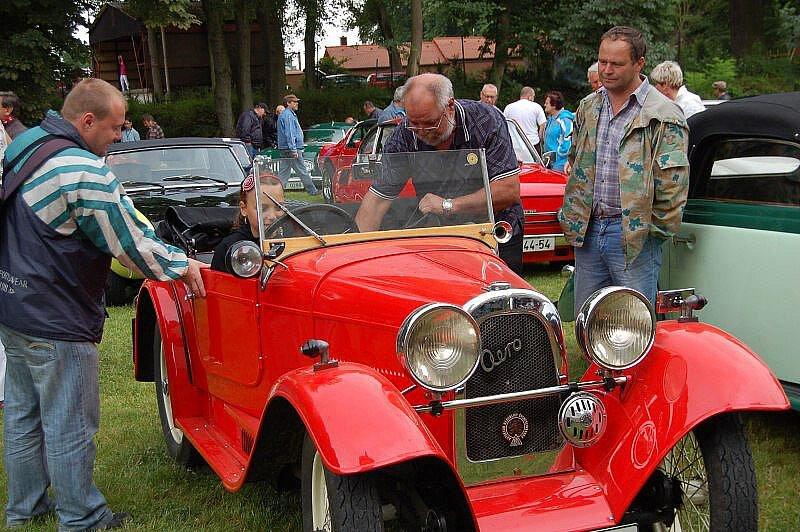 Na devadesát účastníků ze všech koutů Čech a Německa se v sobotu zúčastnilo XI. mezinárodní Jízdy Saši Kolowrata.