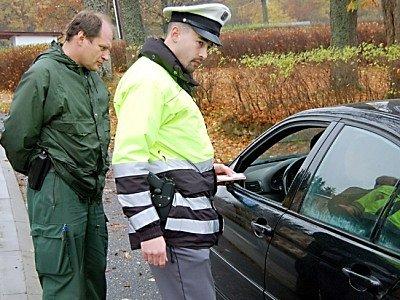 Také průtah Broumovem včera obsadily společné hlídky českých a německých dopravních policistů.
