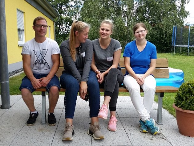 STUDENTKY DVOU ROČNÍKŮ OŠETŘOVATELSTVÍ ze Střední školy živnostenské v Plané získaly týdenní praxi v Domově pro mentálně postižené ve Vohenstraussu.