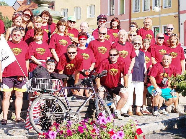 Šestým rokem tak pokračuje tradice, kterou založil tachovský pedagog Karel Chaloupecký, a to společné cykloturistické setkání obyvatel Tachova s obyvateli Tachova na Českolipsku.
