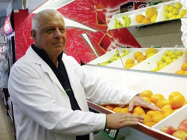 Adolf Vazač odešel zaslouženě po více než čtyřiceti letech u Jednoty do důchodu. Celý život pracoval v potravinách.