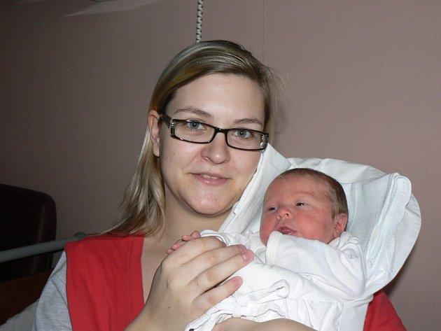 Vaneska (3,25 kg, 51 cm), která přišla na svět 9. března ve 12:12 hod. ve Fakultní nemocnici v Plzni, je prvorozená dcera Nikoly Kocurové a Lukáše Zídka z Týnce.