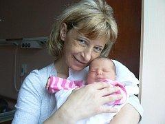 Kristýna oslavila minulou sobotu své osmnácté narozeniny a dostala krásný dárek. Její maminka šla z porodnice s novorozenou sestřičkou. Karen Mia (3,46 kg, 50 cm) se narodila 19. 10. v 15.46 hod. ve FN v Plzni Marcele Böhmové a Karlu Valentovi ze Stříbra.