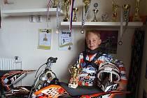 Dominik Kučeříki ze Stříbra našel zálibu v motorkách.
