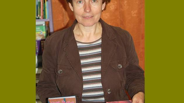 Poslední díl Harryho Pottera už knihkupec Stanislava Kolllerová ze Stříbra vyprodala, má jen předchozí tituly.