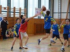 Okresní kolo ligy základních škol v basketu se uskutečnilo v tělocvičně ZŠ Zárečná.