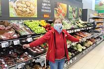 Vedoucí supermarketu: Mezi zákazníky máme i miláčky, kteří nám napekli buchty a koblížky. Foto: 20x Deník/Jiří Kohout, 4x Jiřina Štádlerová