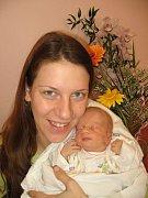 Dvaapůlletá Nikolka Matějková z Plané vymyslela pro svého brášku jméno – Tomášek (2,85 kg/49 cm), se narodil rodičům Katce a Tomášovi 1. března v 10.03 hod. ve FN v Plzni.