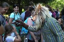 Pohádkové postavy čekaly na děti v lese u Halže