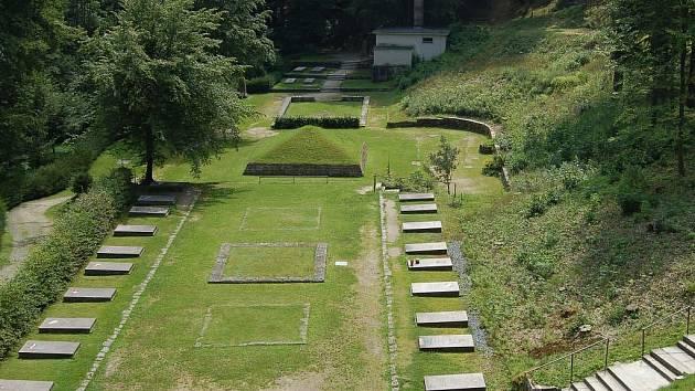 Pohřebiště ostatků tisíců vězňů koncentračního tábora Flossenbürg