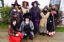 Na některých místech Tachovska začali s oslavami již v pátek. Takto se například rozlétly malé čarodějnice a kouzelníci po Svojšíně