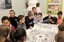 Stavitelé chrámů vystavovali v Paříži