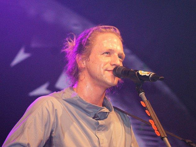 Fanoušci a fanoušci z celé republiky se sjeli na koncert Tomáše Kluse do Stříbra. A zážitek to byl parádní.