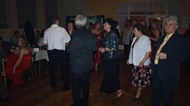 Starosedlecký kulturní dům byl místem osmého Podnikatelského plesu.