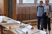 Součástí oslav založení ve Starém sedlišti byla také výstava leteckých modelů. Zajímala hlavně malé kluky.